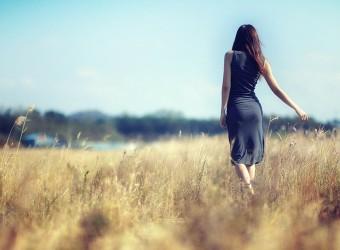 brunettes-women-landscapes-dress-alone-fields-1680x1050-wallpaper_www.wallpaperhi.com_7