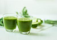 Vitamīnu kokteilis ar kviešu zelmeni un zaļumiem