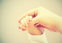 Tikko dzimis zīdainis izglābj pieauguša cilvēka dzīvību; kā un kāpēc?