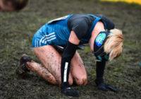 Traģiski – sieviete dubļu skrējienā zaudē vienu aci