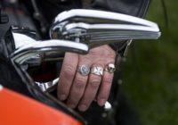 Ko par tevi pasaka pirksts, kurā nēsā gredzenu?