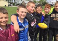 """Lūk, ko izdarīja 5 draugi, kad ieraudzīja, ka par kādu zēnu skolēni skolā nemitīgi """"ņirgājās"""" (+foto)"""