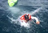 Biedējoša zvejnieka bēgšana no haizivs – drosme ne pa jokam!