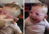 Aizkustinoši! Bērniņš, pateicoties brillēm, pirmo reizi redz savus vecākus!