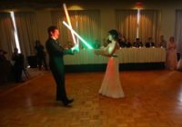 """Šīs ir, iespējams, """"nūģīgākās kāzas"""", kas jebkad redzētas, taču tās izpelnījušās atzinību par oriģinalitāti"""