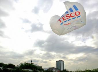 London, UNITED KINGDOM:  A Tesco  plastic bag blows in the wind on a supermarket parking lot in west London 20 September 2005. Tesco, the biggest British supermarket chain, posted an 18.7 percent increase in interim profits and gave an upbeat outlook, but warned about the impact of higher oil costs. Tesco -- whose tills ring up one pound in every eight spent by shoppers in Britain -- said it had delivered a strong performance in a challenging trading environment. Pre-tax profit before one-off charges and goodwill items jumped to 908 million pounds (1.349 billion euros, 1.639 billion dollars) in the 24 weeks to August 13, from the same period of the previous year. AFP PHOTO/ODD ANDERSEN  (Photo credit should read ODD ANDERSEN/AFP/Getty Images)
