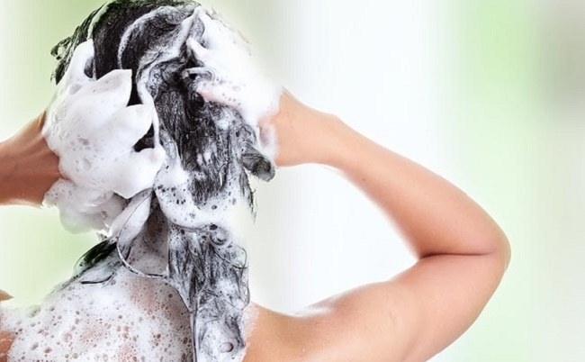 How-to-Wash-Your-Hair-the-Right-Way-1
