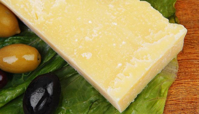 parmas-siers-parmezans-olivas-olives-43799154