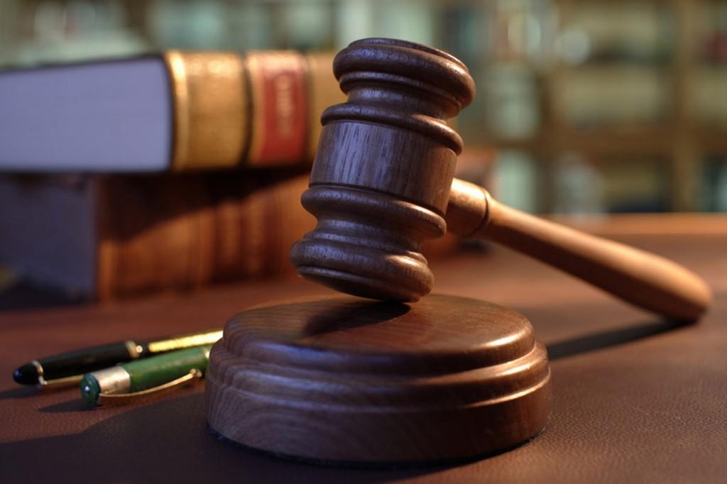 Judges-hammer-collapase