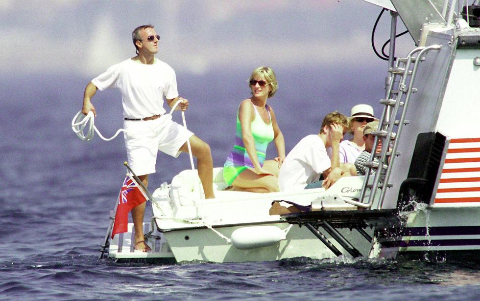 1467394572-1467317823-diana-dodi-boat