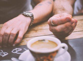 restaurant-hands-people-coffee-700x525