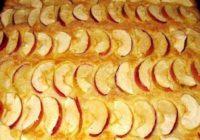 Ābolu pīrāgs ar kefīru, kas burtiski kūst – vienkāršāk nemēdz būt!