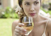 Zinātnieki atklājuši, kāda ir baltvīna saistība ar ādas vēzi