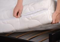 Policija pārmeklē kāda krāpnieka māju; NETICAMI, kas tika trasts zem gultas matrača!