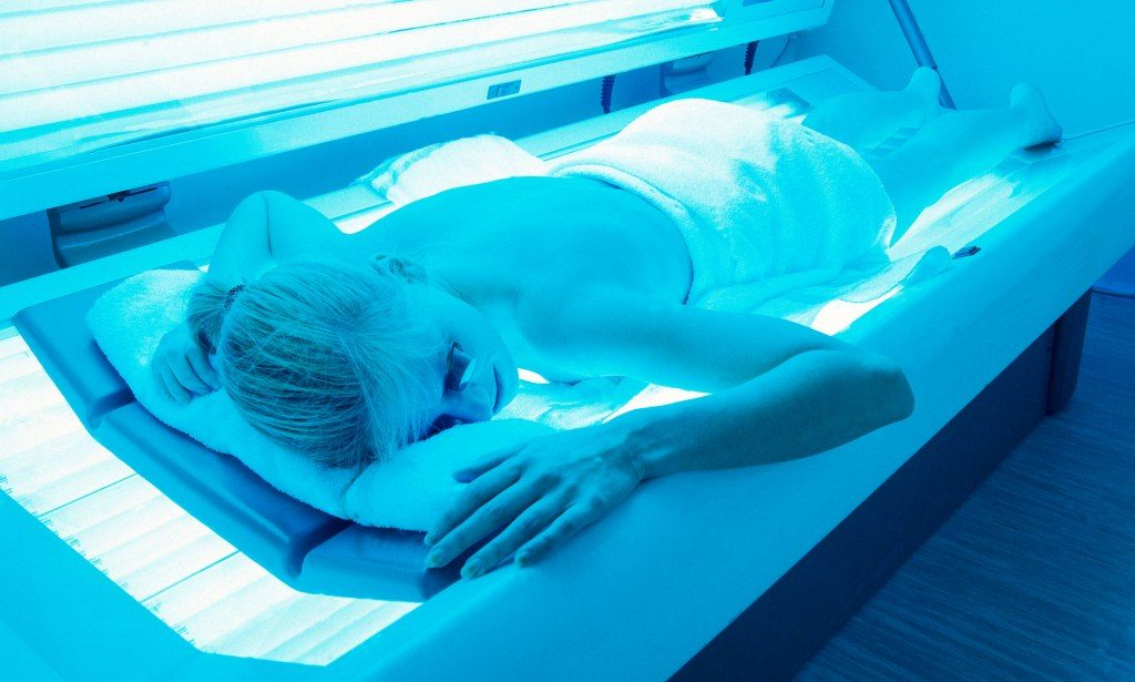 AY2B3E Girl Skin Solarium Sunbed Suntanning Tan Uv Woman