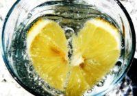 Kā nomest svaru bez diētām –  jādzer ŠIS vienkāršais un dabīgais dzēriens tukšā dūšā