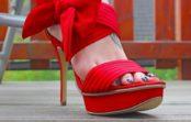 Augstpapēžu kurpes – skaistas mokas. Praktiski padomi, lai neupurētu savas kājas skaistuma vārdā.