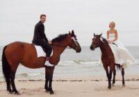 Ne tikai svinības, bet arī laulību ceremonija pie jūras