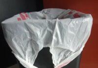 Paziņa pastāstīja, kāpēc viņa nekad neliek lielveikalu iepirkumu maisus miskastē