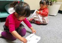 Kāpēc Japānā vecāki neuzkopj aiz bērniem
