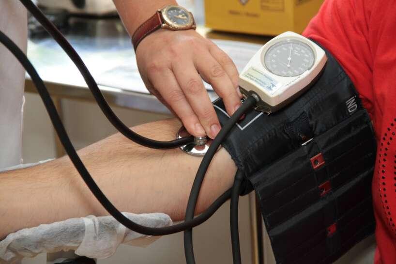 Zems asinsspiediens