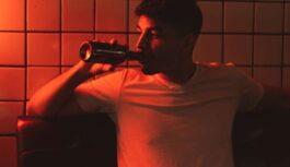 Kā visātrāk uzlabot pašsajūtu pēc pārmērīgas alkohola lietošanas. Ko darīt kad moka paģiras