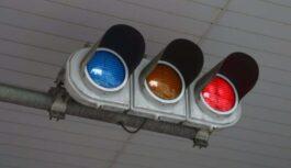 Kāpēc Japānā luksofora zaļais signāls tika aizstāts ar – zilu krāsu